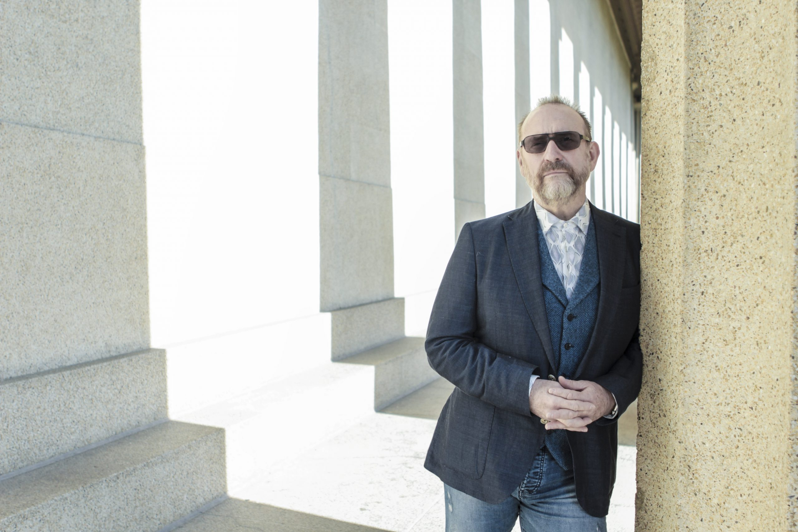 Colin Hay: Living in the Present' JUNK