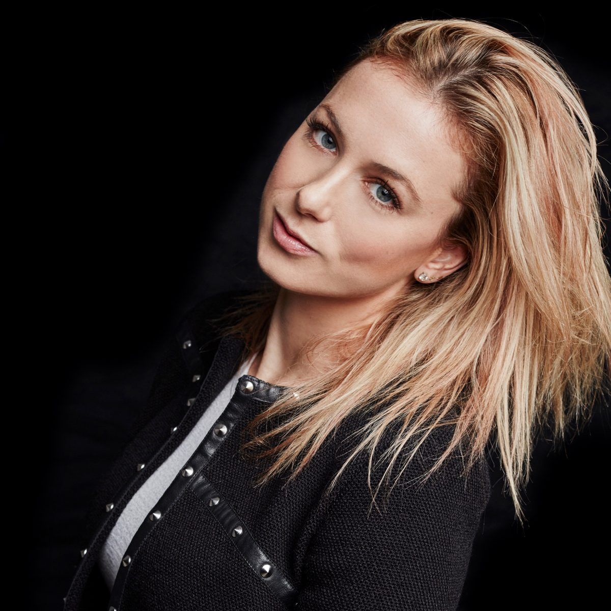 Unleash the Party Goblin with Iliza Shlesinger